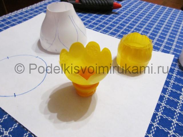 Лилия из пластиковых бутылок своими руками. Фото 2.