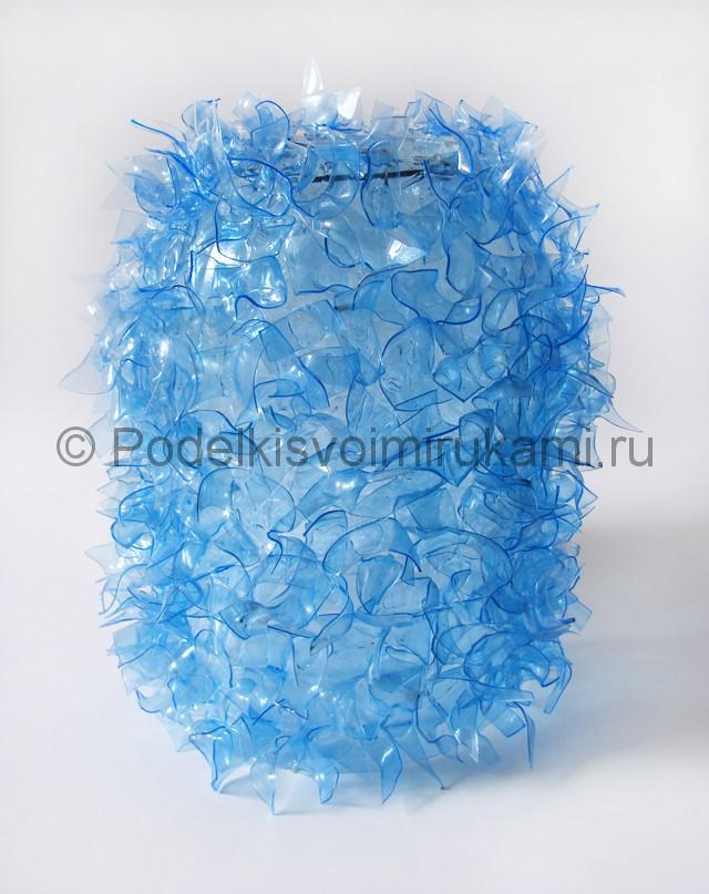 Люстра из пластиковых бутылок. Фото 15.