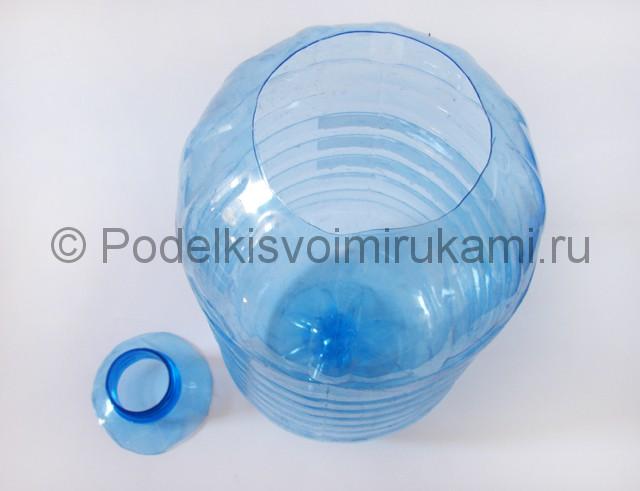 Люстра из пластиковых бутылок. Фото 2.