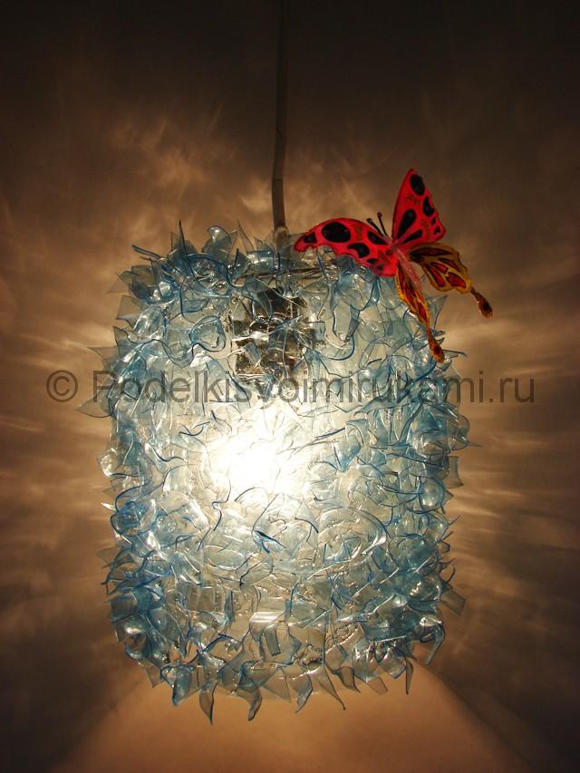 Люстра из пластиковых бутылок. Итоговый вид поделки. Фото 1.