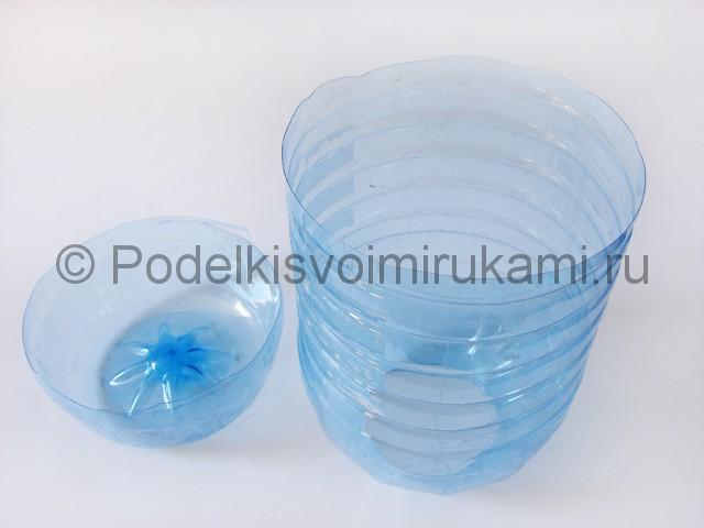 Люстра из пластиковых бутылок. Фото 3.