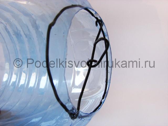 Люстра из пластиковых бутылок. Фото 9.