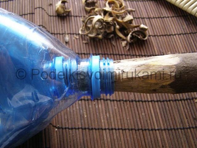 Метла из пластиковых бутылок своими руками. Фото 20.