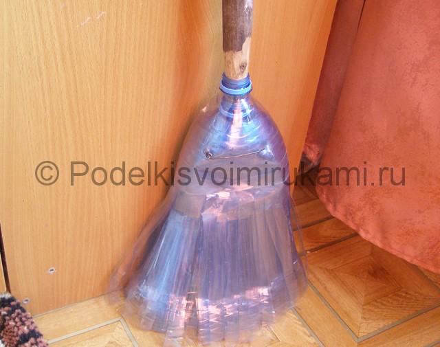 Метла из пластиковых бутылок своими руками. Фото 23.