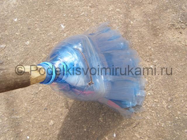 Метла из пластиковых бутылок своими руками. Фото 26.