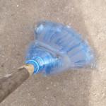 Метла из пластиковых бутылок своими руками. Итоговый вид поделки.
