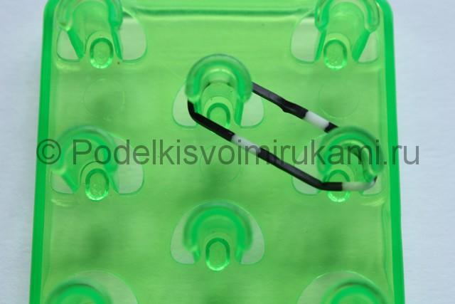 «Радужный» браслет из цветных резинок. Фото 2.