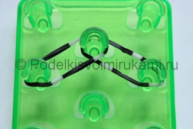 «Радужный» браслет из цветных резинок. Фото 3.