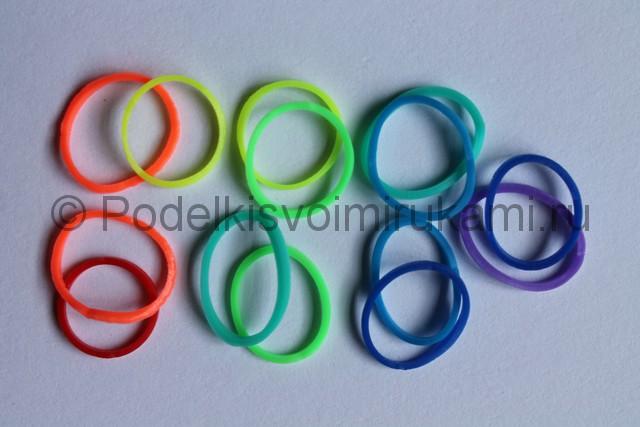 «Радужный» браслет из цветных резинок. Фото 7.