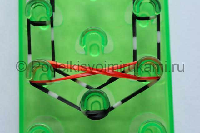 «Радужный» браслет из цветных резинок. Фото 8.