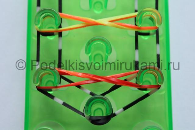 «Радужный» браслет из цветных резинок. Фото 9.
