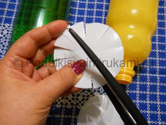 Ромашка из пластиковых бутылок своими руками. Фото 4.