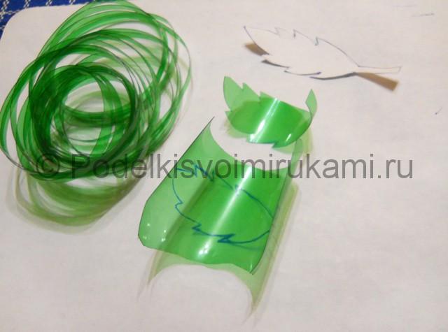 Ромашка из пластиковых бутылок своими руками. Фото 6.