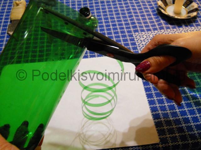 Ромашка из пластиковых бутылок своими руками. Фото 7.