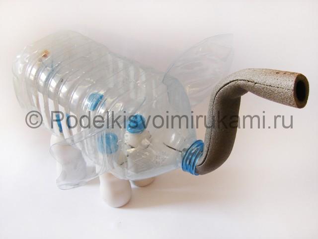 Слон из пластиковых бутылок своими руками. Фото 10.