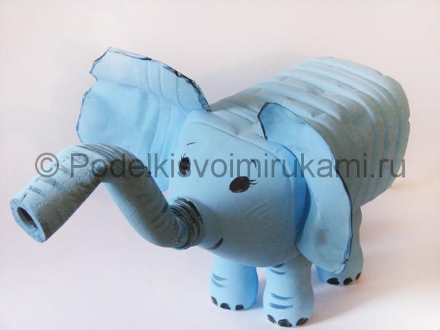 Слон из пластиковых бутылок своими руками. Фото 12.
