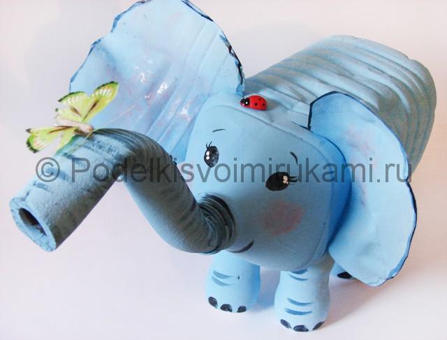 Слон из пластиковых бутылок своими руками. Фото 14.