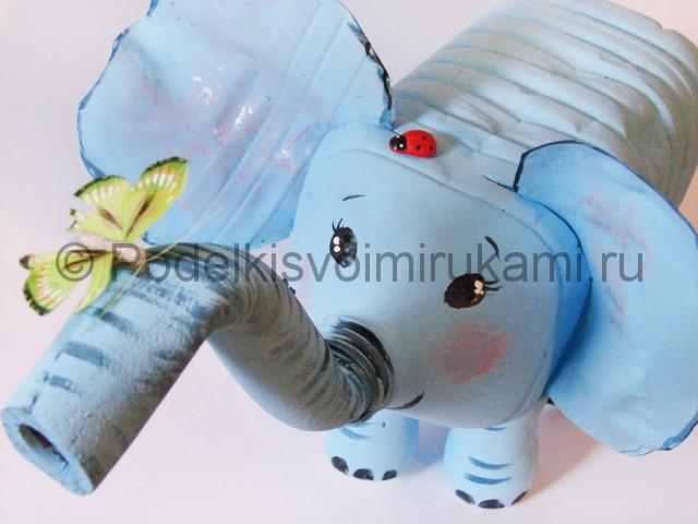 Слон из пластиковых бутылок своими руками. Итоговый вид поделки. Фото 1.