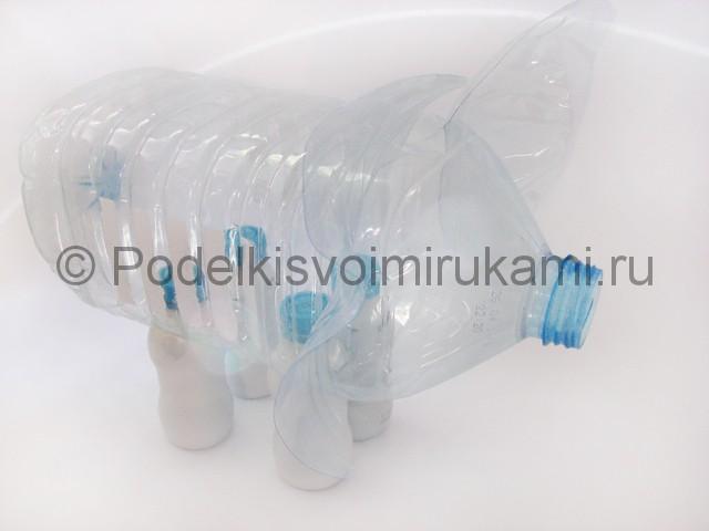 Слон из пластиковых бутылок своими руками. Фото 7.
