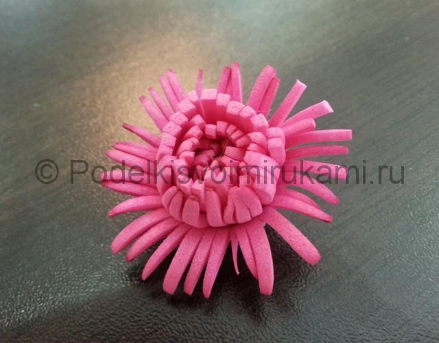Декорирование шара цветами из фоамирана - фото 10.