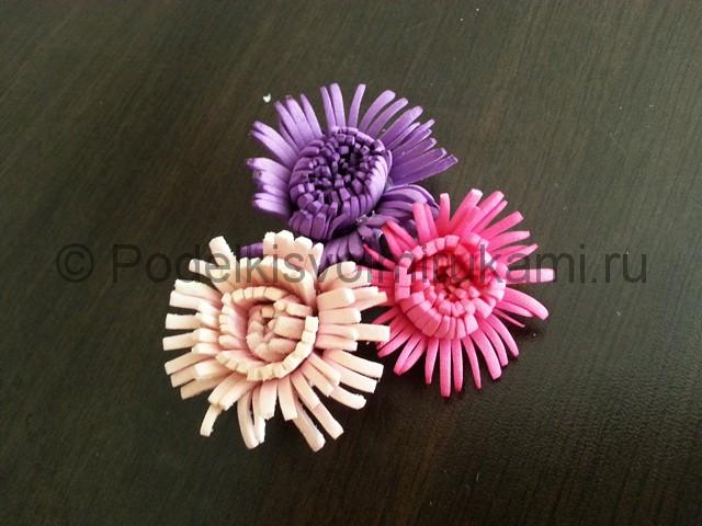 Декорирование шара цветами из фоамирана - фото 11.