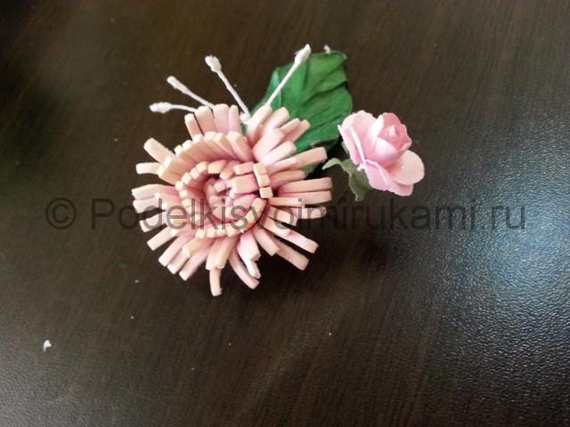 Декорирование шара цветами из фоамирана - фото 15.
