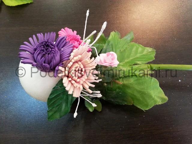 Декорирование шара цветами из фоамирана - фото 16.