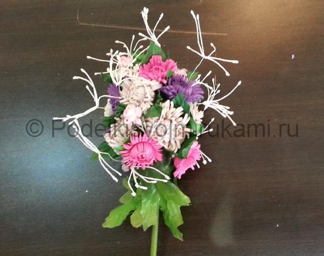Декорирование шара цветами из фоамирана - фото 17.