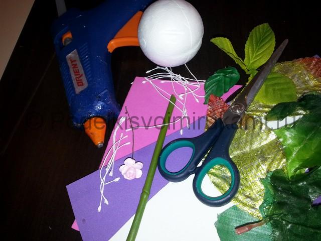 Декорирование шара цветами из фоамирана - фото 2.