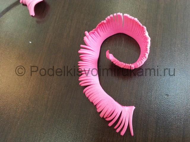 Декорирование шара цветами из фоамирана - фото 5.