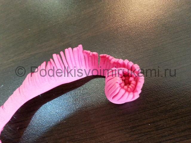 Декорирование шара цветами из фоамирана - фото 8.