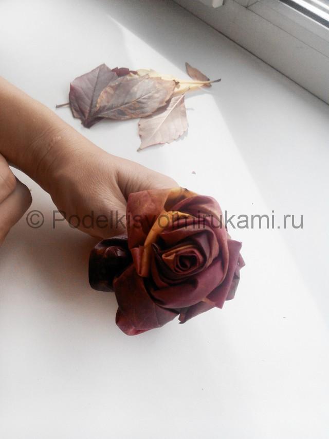 Делаем букет роз из осенних листьев - фото 7.