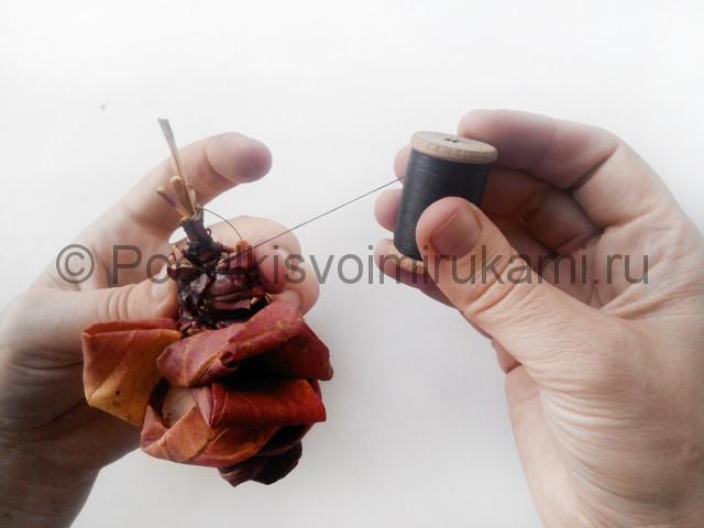 Делаем букет роз из осенних листьев - фото 9.