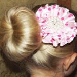 Прическа с бубликом на длинные волосы.