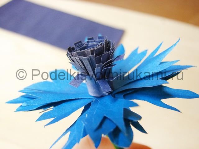 Делаем васильки из бумаги - фото 19.