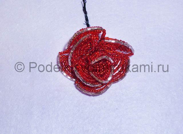 Плетение розы из бисера - фото 17.