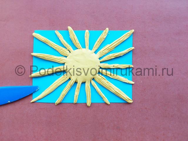 Лепка солнышка с лучиками из пластилина - фото 8.