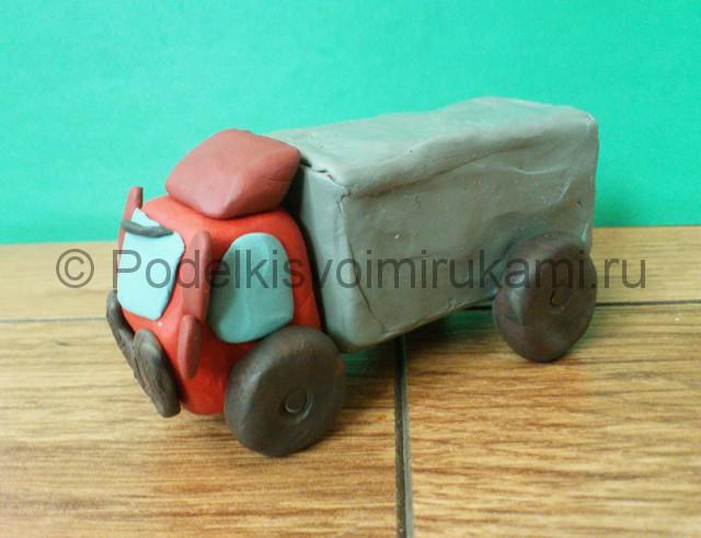 Лепка грузовика из пластилина - фото 12.