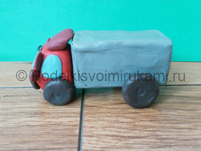 Лепка грузовика из пластилина - фото 13.