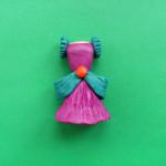 Кукольное платье из пластилина.