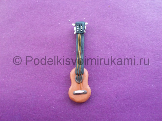 Лепка гитары из пластилина - фото 11.