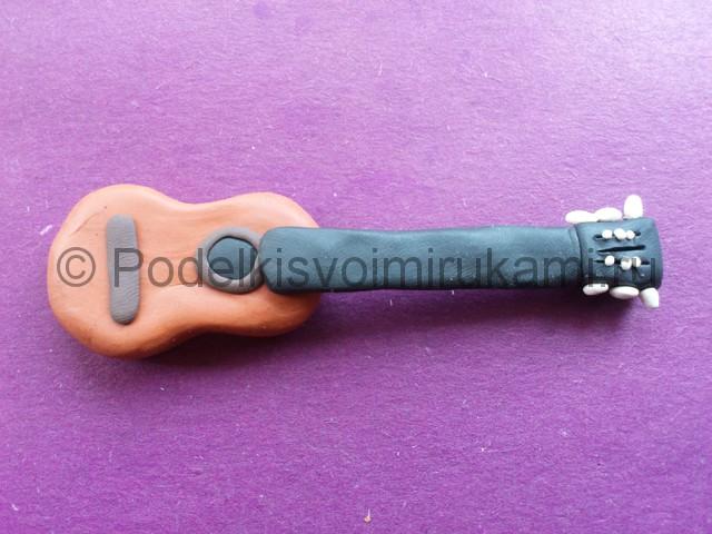 Лепка гитары из пластилина - фото 8.