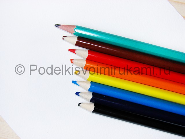 Рисуем миньона цветными карандашами - фото 1.