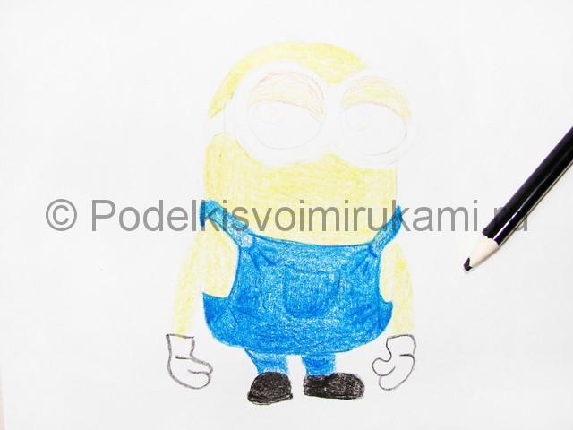 Рисуем миньона цветными карандашами - фото 10.