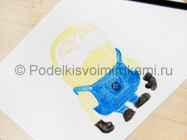 Рисуем миньона цветными карандашами - фото 12.