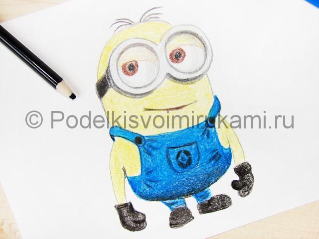 Рисуем миньона цветными карандашами - фото 19.