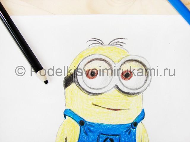 Рисуем миньона цветными карандашами - фото 20.