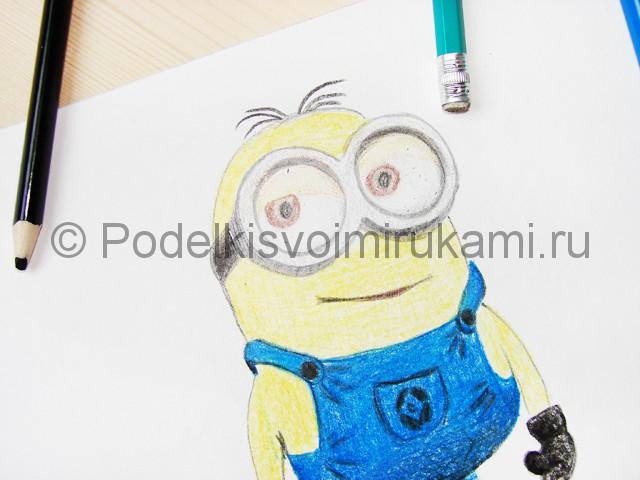 Рисуем миньона цветными карандашами - фото 22.