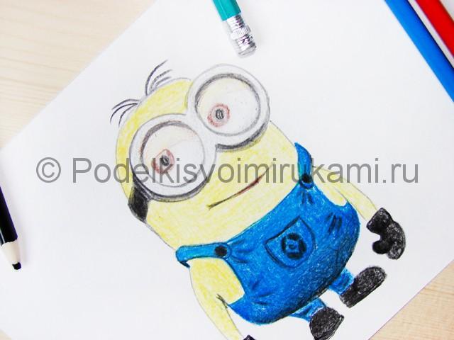 Рисуем миньона цветными карандашами - фото 23.