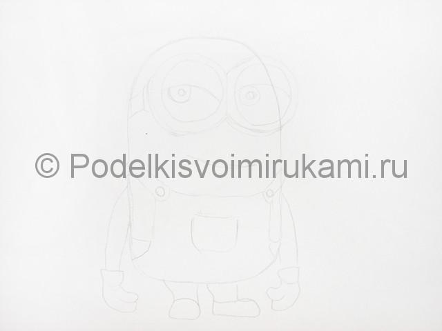 Рисуем миньона цветными карандашами - фото 3.